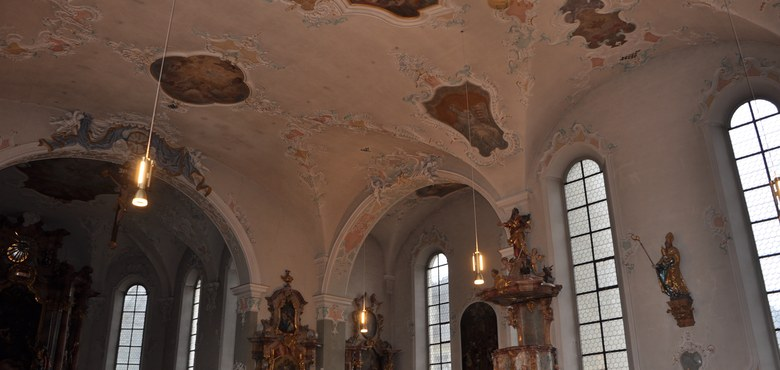 Neue Deckenlampen in der Galluskirche