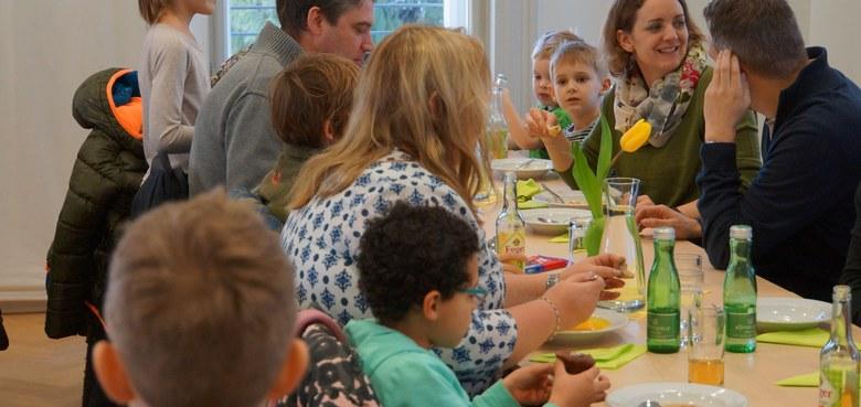 Bischofsvisitation, Vorstellung der Kommunionkinder, Suppentag