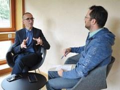 Caritasdirektor Walter Schmolly und Dietmar Steinmair