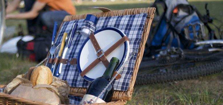 """""""Bitte be-setzen Sie sich!"""" – public picknick und interreligiöses Gebet zum Weltflüchtlingstag"""